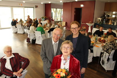 Werner Emde, Charlotte Emde und Bürgermeisterin Gisela Stang